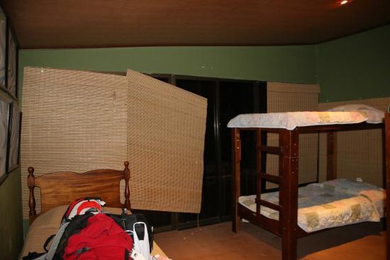 Hostel Mangifera: chambre délabrée