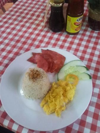 Ysabelle Mansion: tasty and fresh. slice ham , garlic rice and scramble eggs