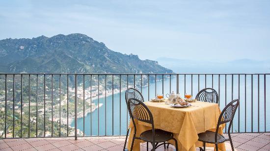 Villa Amore: colazione in terrazza