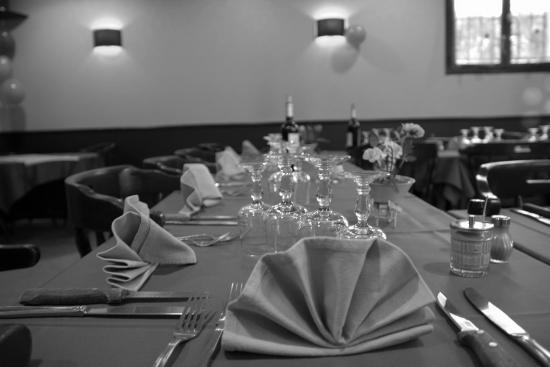 dressage des tables toujours soign s photo de le pavillon bleu draveil tripadvisor. Black Bedroom Furniture Sets. Home Design Ideas