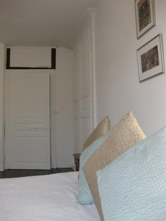 Bussière-Poitevine, France : Our luxurious 'Poitiers' bedroom with lovingly restored original features