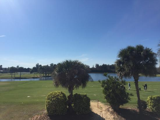 The Savannahs Golf Course: Range with floating Balls