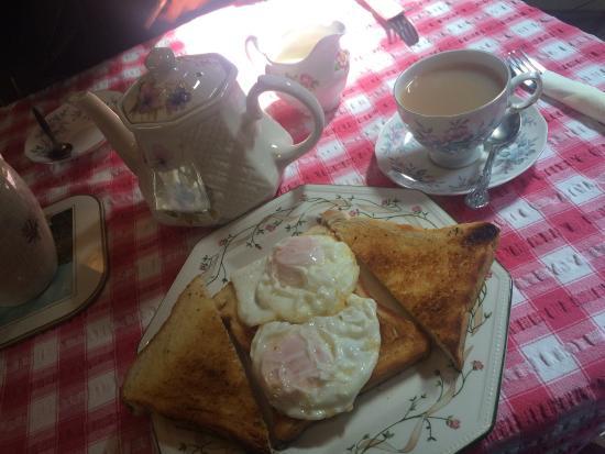 Steyning, UK: 2 eggs on toast 😌