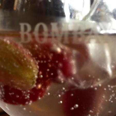 Little Wymondley, UK: 'Surprise' G & T appetiser...with grapes