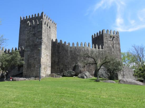 Parque do Castelo e Paco dos Duques de Braganca