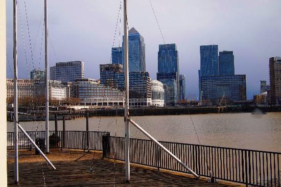 DoubleTree by Hilton Hotel London - Docklands Riverside: view from the suite