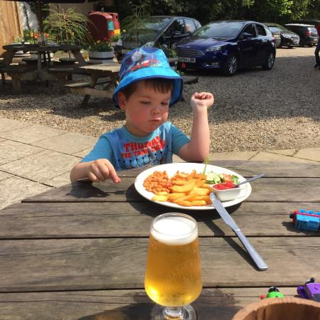 Watton, UK: Been here several times for a beer so today we took the grandson and sat outside and had lunch!