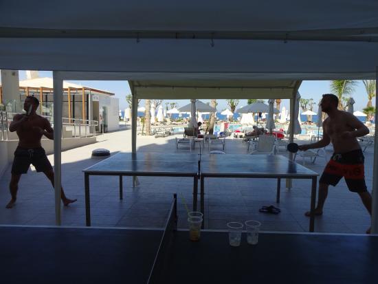 Pernera Beach Hotel: Ping pong outside reception
