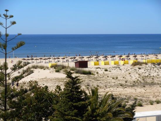 Vasco da Gama Hotel: The beach taken from the balcony