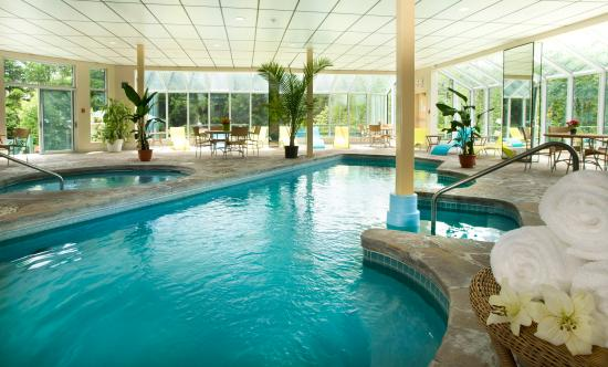 Deluxe king room picture of excelsior hotel spa sainte for Piscine interieure