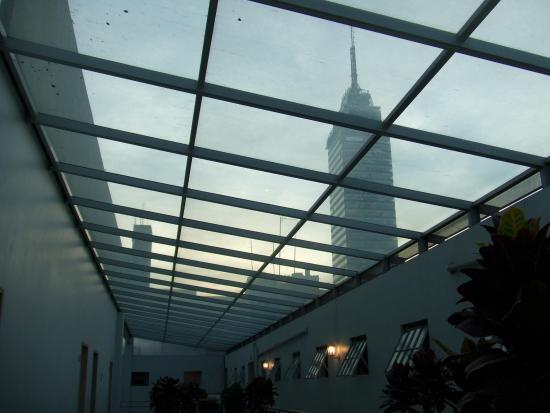 Hotel Principal: 廊下からラテンタワーが見えます