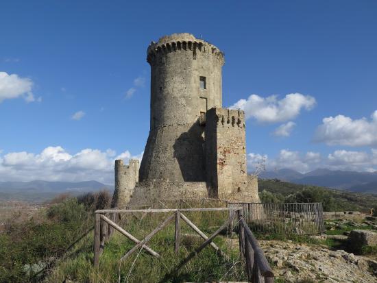 Velia Ruins: Донжон на вершине холма
