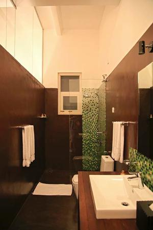 Deco On 44: Bathroom