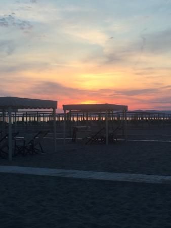 Bagno Silvio: A glass of wine and sunset