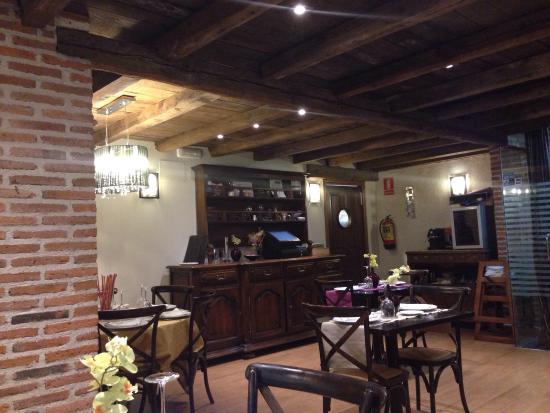 Velayos, Spanje: Repetiremos seguro.  Una gran atención por parte del servicio, una habitación amplia, limpia, y
