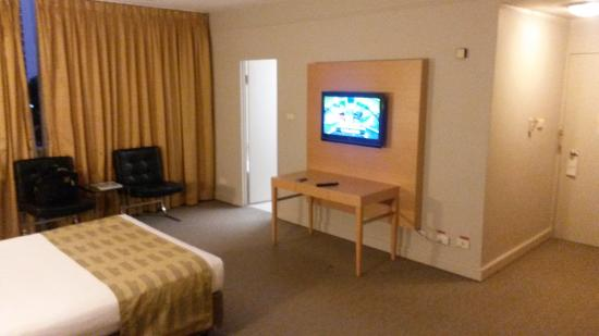 Quality Hotel Ambassador Perth: Flat screen could do with near carpet too