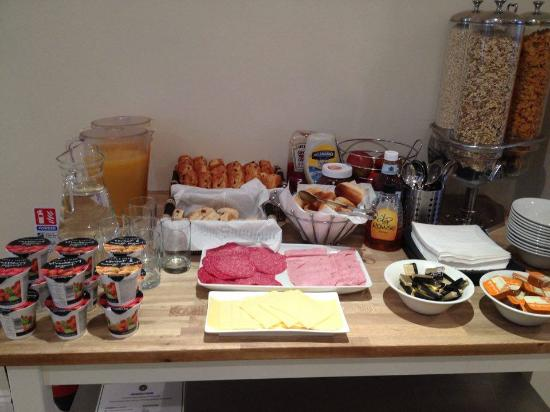 Queens Hotel: Selection of available breakfast items - but full English also available