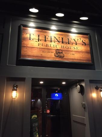 Bay Shore, Nova York: TJ Finley's