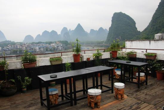 Yangshuo En Attendant Godot's Hostel: At rooftop