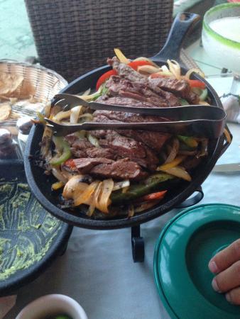 Bachas Restaurant: beef fajitas