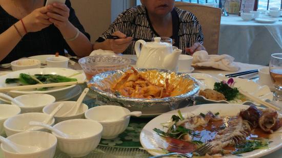 Happy Seafood Restaurant (Hoi Pong Road)