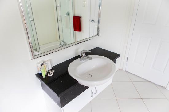 Aataren Norfolk Island Villas: Renovated Bathrooms