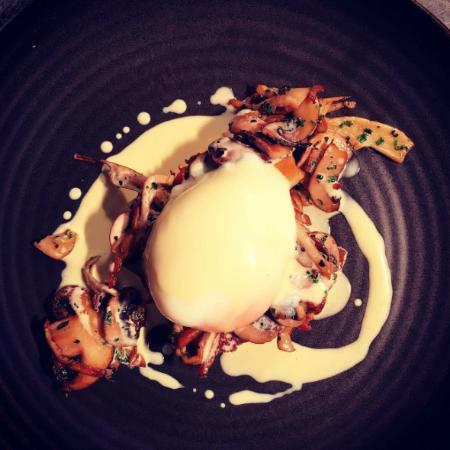 Blackheath, ออสเตรเลีย: 62 degree Wolgan Valley poached egg on house made toasted brioche with sautéed oyster mushrooms
