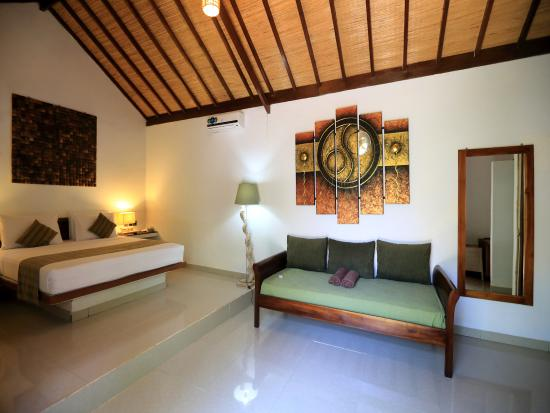 Laguna Gili Beach Resort Cottage Room