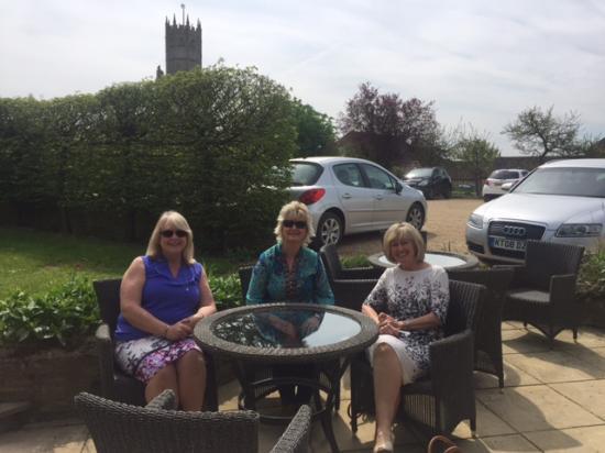 Fotheringhay, UK: Church views in the garden
