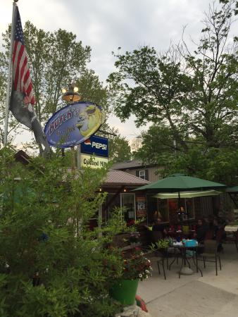 Mount Pleasant, IA: River Rock Cafe on the Skunk River