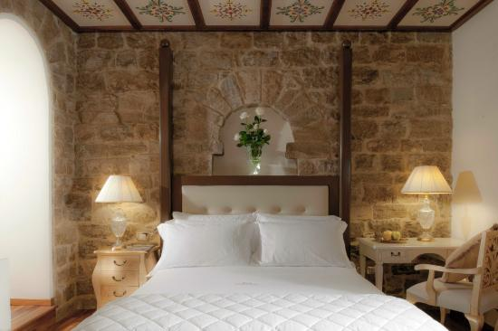 Golden Tower Hotel & Spa: Tower Stone