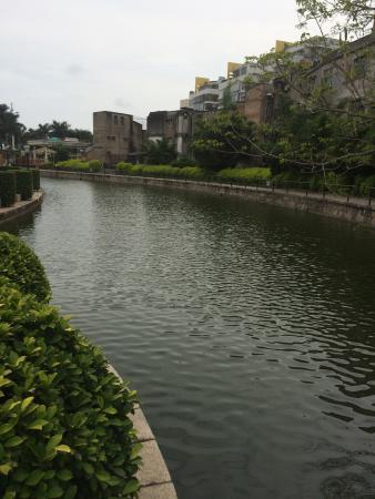 Shantou, China: Милый,небольшой провинциальный парк.Хороший для прогулок,и общения.Людей было мало,что радует.(в