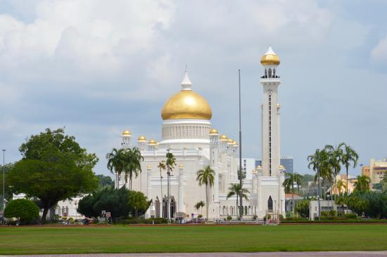 The Brunei Hotel: The fabulous Sultan Omar Ali Saifuddien Mosque