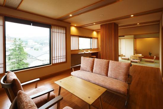Tsukiokaonsen Masyuu: 四季邸いろは 客室「あかね」