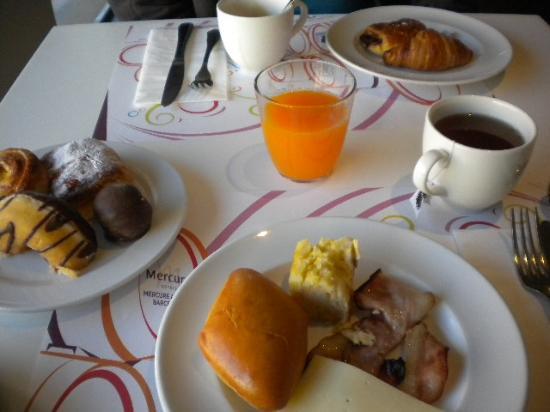 Mercure Alberta Barcelona: Petit-déjeuner gourmand