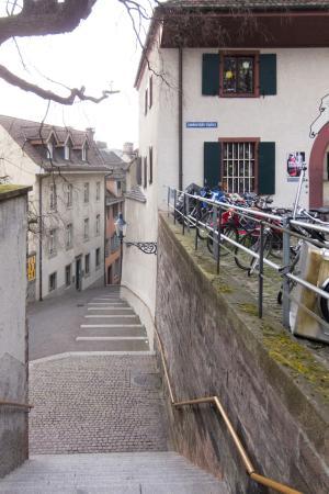 Museum für Musik (HMB): Approach steps