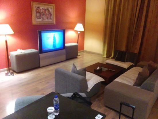 Hawthorn Hotel & Suites Hawally Kuwait : Huge room