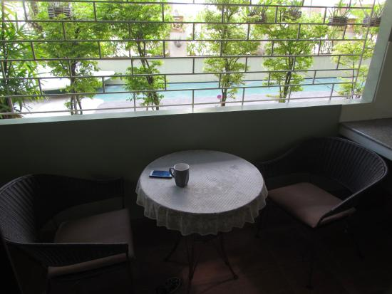 Jomtien-Morningstar Guesthouse: A nice patio where you can sit and enjoy.
