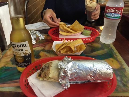 Taqueria La Cumbre: Tacos de 10 y Corona bien fría...que mas quieres?