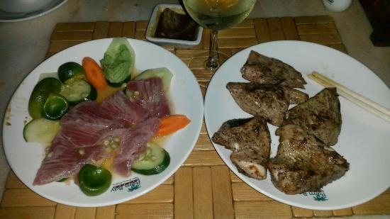 остатка сашими и гриль с желтоперого тунца - мой улов.