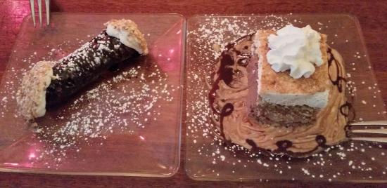 Dearborn Heights, MI: Cariera's Italioan Two of their house made desserts!!