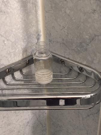 Greifensteiner Hof Hotel: Miniportionen Duschgel, die sich nicht voll entleeren lassen