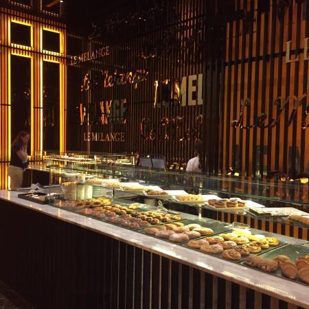 Le Melange waar diverse heerlijke gebak en ijs uitgeserveerd wordt