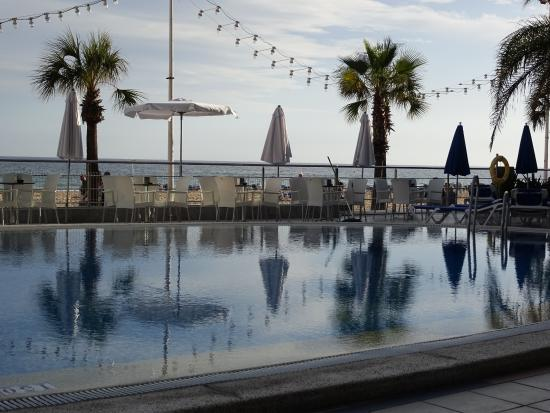 Piscina exterior climatizada picture of hotel cimbel for Piscina climatizada benidorm