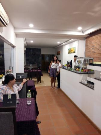 Convenient Home and Cafe