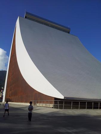 Panteón Nacional: El mausoleo del Libertador que anexaron es raro por fuera, pero por dentro es increíble.