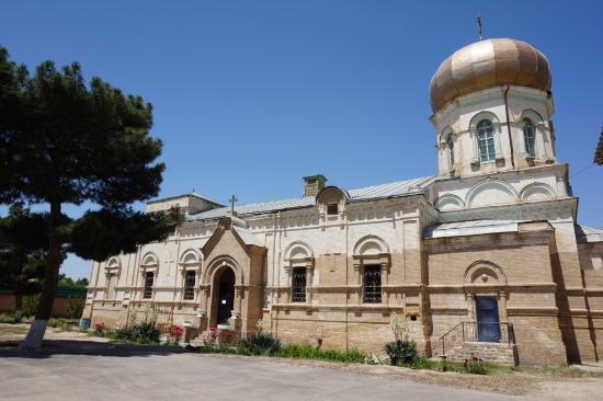 Termiz, Uzbekistan: Внешний вид храма.