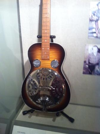 International Bluegrass Music Museum: Dobro