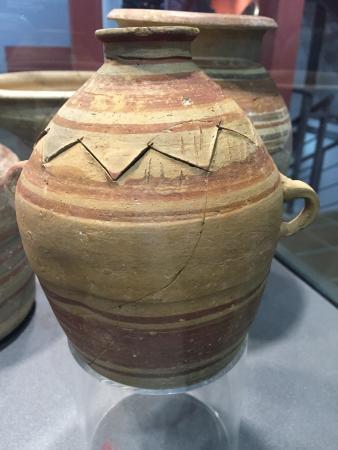 Almedinilla, Испания: Preciosa vasija íbera con decoración, en el museo municipal