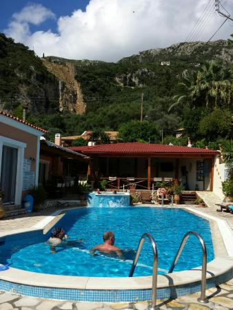 Angel's Pool Bar Apartments: On count down for another 10 days in paradise lovely place to stay and relax lovely people, food